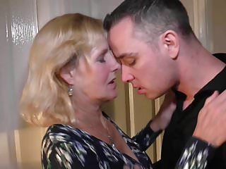 Download video bokep Mother Molly gets vaginal and oral sex with son Mp4 terbaru