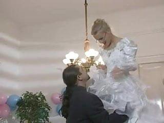 Download video bokep Hot bride gets fucked in wedding dress Mp4 terbaru