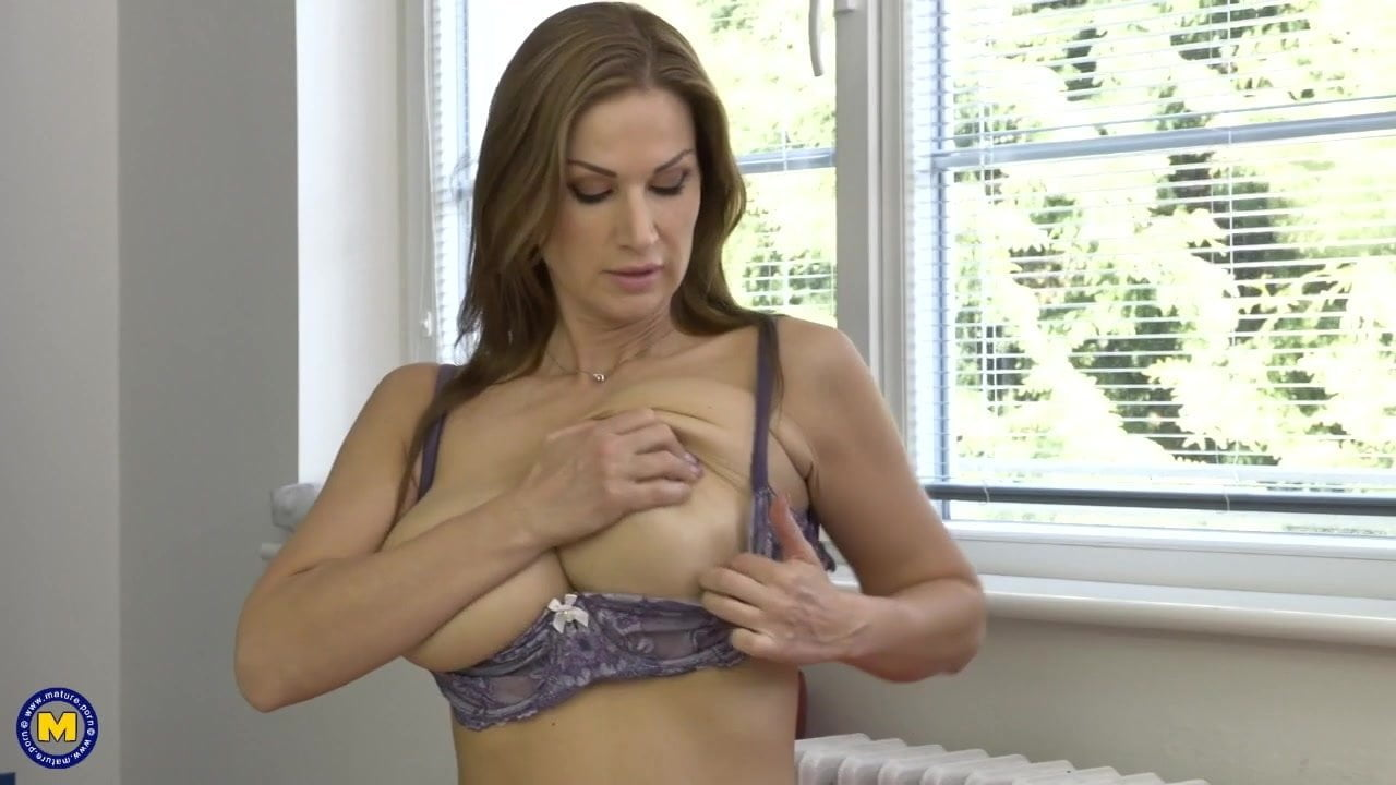 TOP mature mom with perfect body and tits