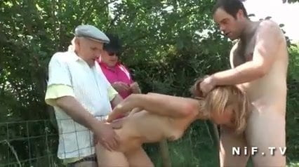 French mature blonde hard fucked in foursome outdoor