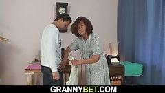 Young customer fucks sewing granny