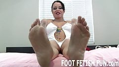 I want you to play with my pretty feet
