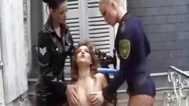 Drunk Lesbian Pussy Licking