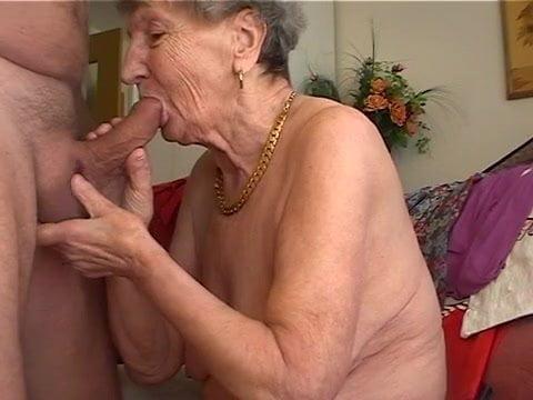 Старушка рада члену до слез порно, настоящая женская мастурбация подборка