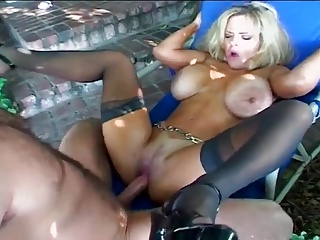 enormus boobs blonde