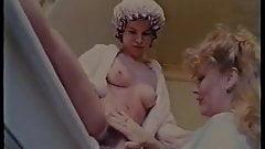 Sesso allo specchio piss and lesbian scene