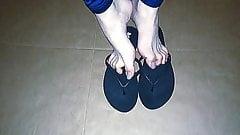 Shoe play in black reef flip flops natural toes 2