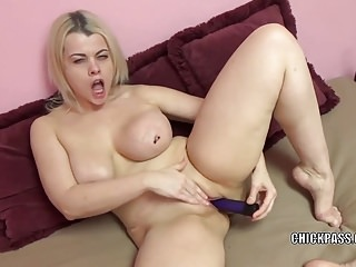 Curvy blonde Nadia White is stuffing her twat with a dildo