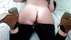 Homemade Anal : Milf offers her big ass