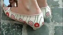 Candid shoeplay - Latina dipping