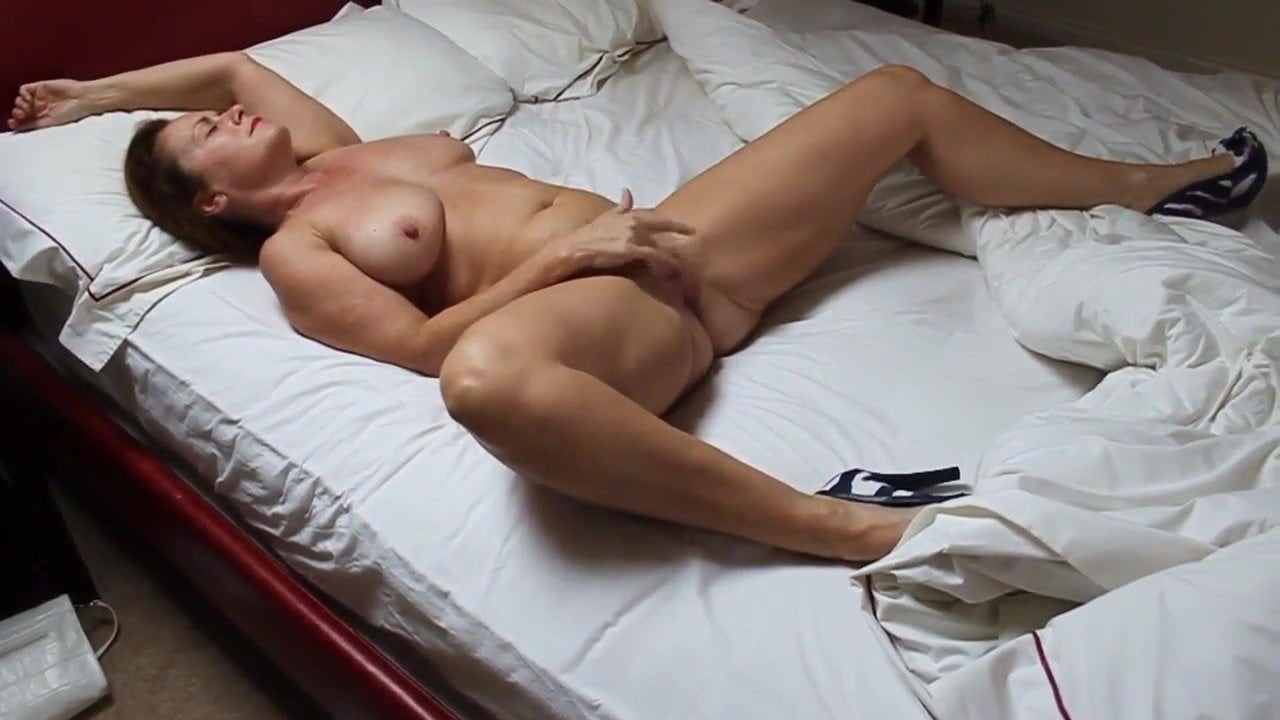 middle age mature woman masturbating