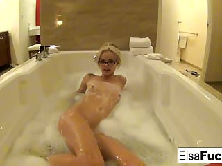 Elsa Jean shows off her hotel room and her pussy