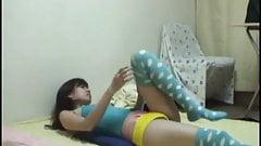 Peeping the slender body of japanse girl.