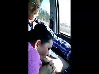 Chupando en el coche
