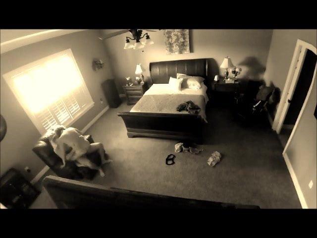 Секс видео камера парень дрочит под душем тайно от всех выносила оттуда