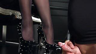 Femdomlady spiked High Heels cumshot