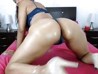 Mature Latina Milf Nicole Ass Shaking Tease