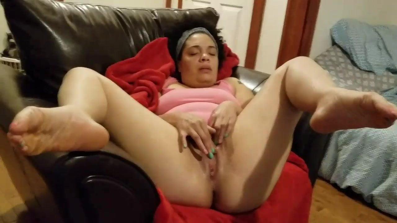 Nikki Diamondz touches her pink place announcing cummig