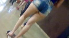 Novinha Gostosa de Shortinho no shopping