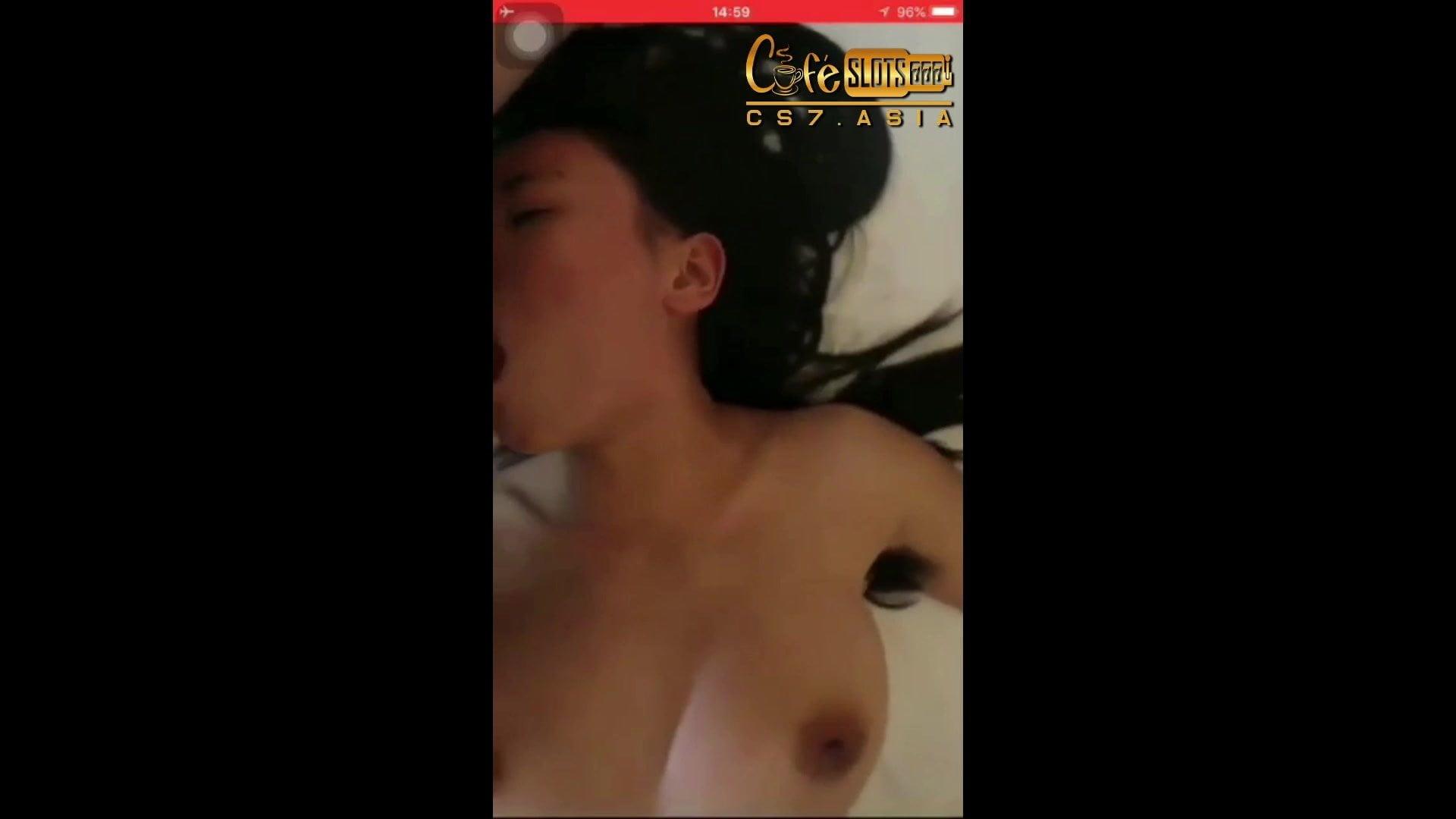 lily collins hot pics