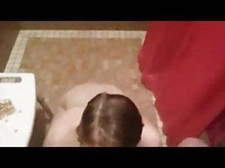 Giovanissima fa divertire dal suo ragazzo nello spogliatoio