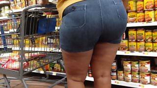 Thick Redbone MILF in Booty Shorts