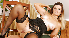 Euro milf Mia lets you watch her playing with her pussy
