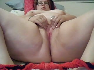 Horny chubby rubbing her pussy