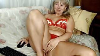 nice thick russian mature masterbating in her panties