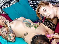 HITZEFREI Stepsisters toy and lick each other