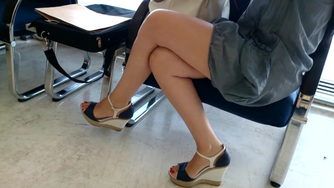 candid her sexy legs feets in platforms