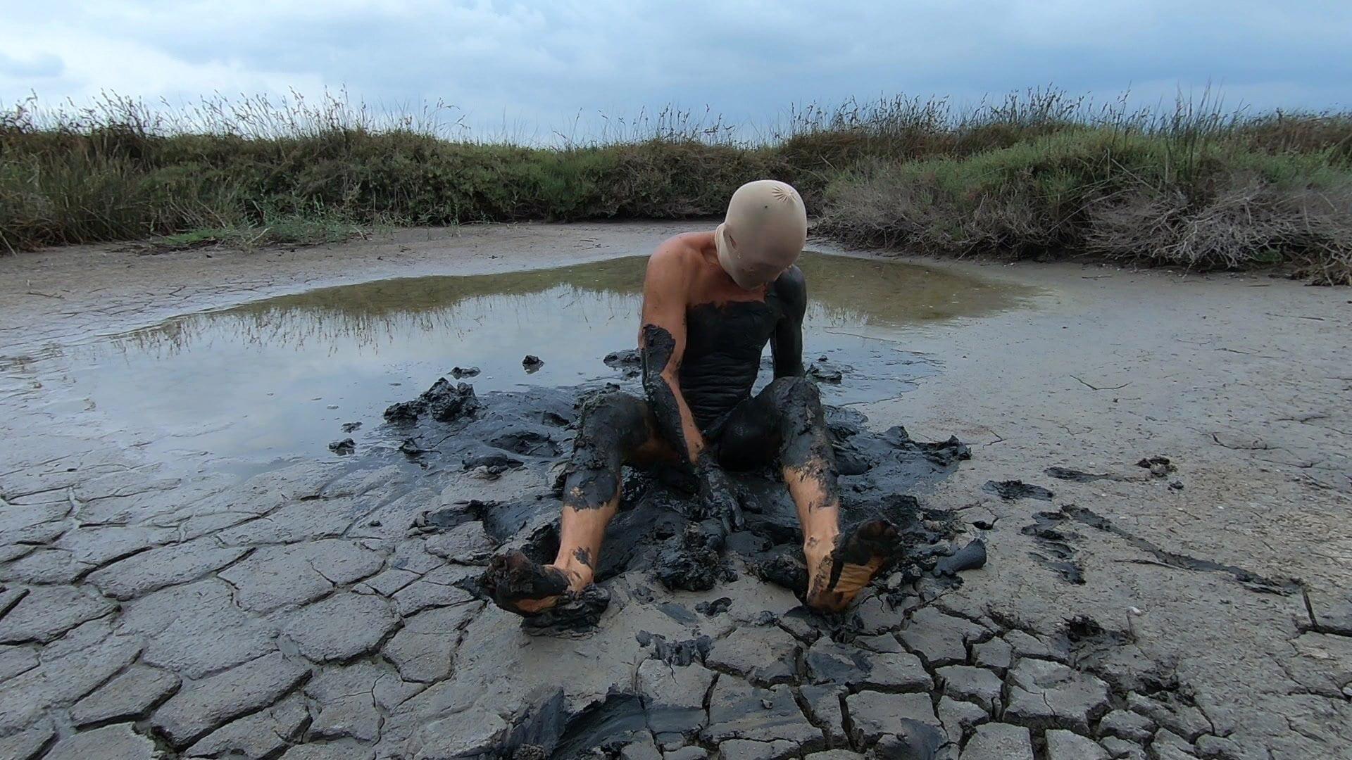 Muddy on the lake