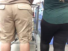 Nice Thick bbw in leggingsd weith vpl