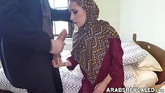 Amateur babe with hijab getting her pussy smashed