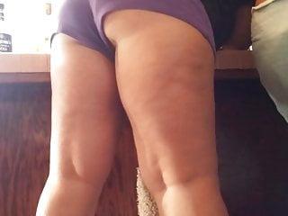 Milf booty bending over in vpl shorts.