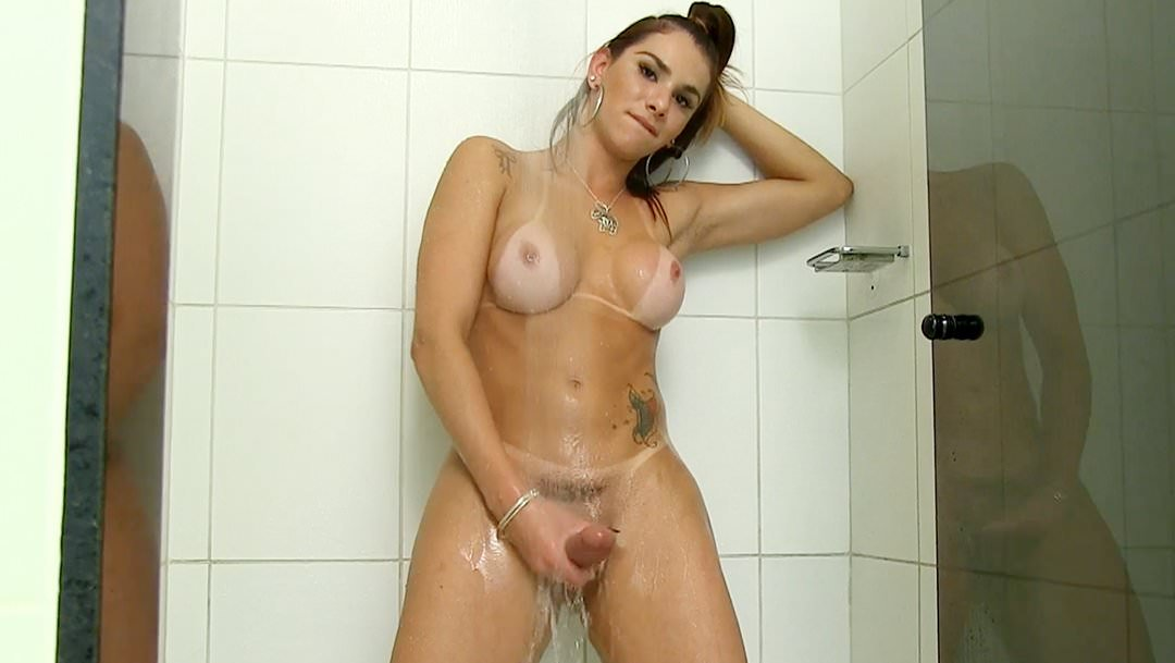 Трансвеститы в душе #13