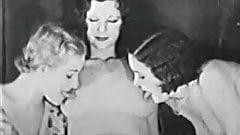 Hot Vintage Lesbian 3some