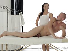 18 Virgin Sex - Ludmila gets a massage from her new client