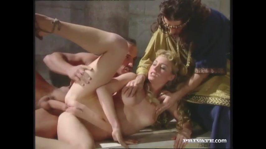 Barby og Lynn Stone dped i en romersk orgie Gratis porno Fb-6496
