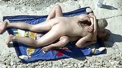 Paar fickt am Strand wie die Karnickel!