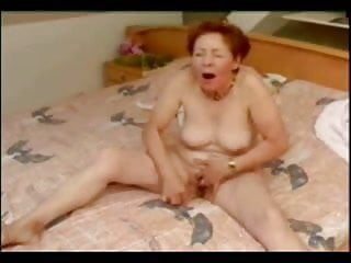 Incredible orgasmus of older woman !