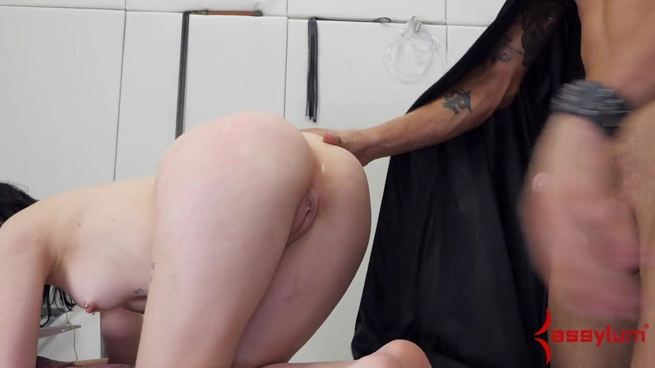 skinny wife gives a handjob and blowjob to her cheating man