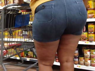Thick Redbone MILF in Booty Shorts