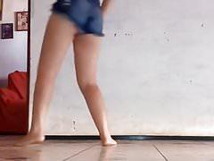 sexy latina shaking that ass!!