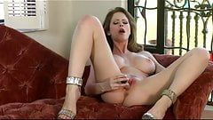 Big-tit & ass brunette Emily Addison masturbates with toys