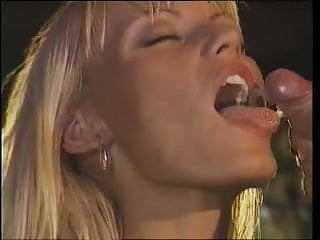 Anita Blond - Clip Stage fucking in the night club (1996)