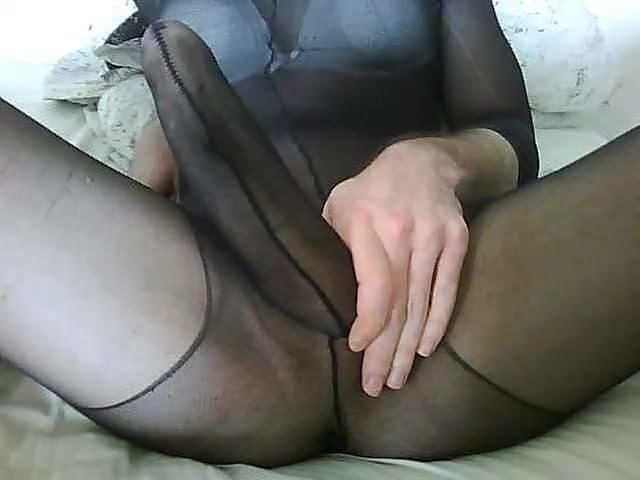 Porn galleries Guy masturbates outside