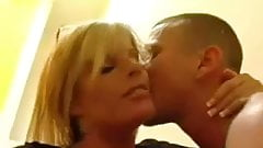 Kissing the milf before we dp her