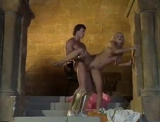 отдыхают порно в замке и в карете назад моя мама