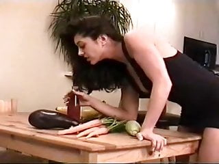 Sex messy food website - Playing with her food - cireman